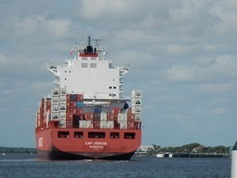 Containerschiff im St. Johns River